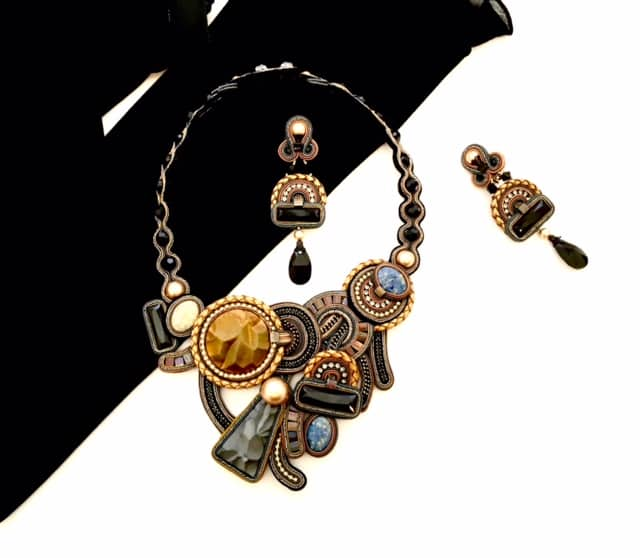 Dori-Csengeri-large-black-gold-brown-neckpiece