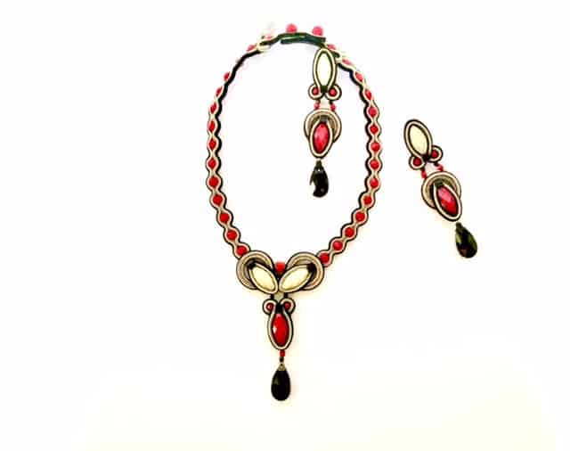 Dori-Csengeri-small-black-and-red-neckpiece-and-earrings