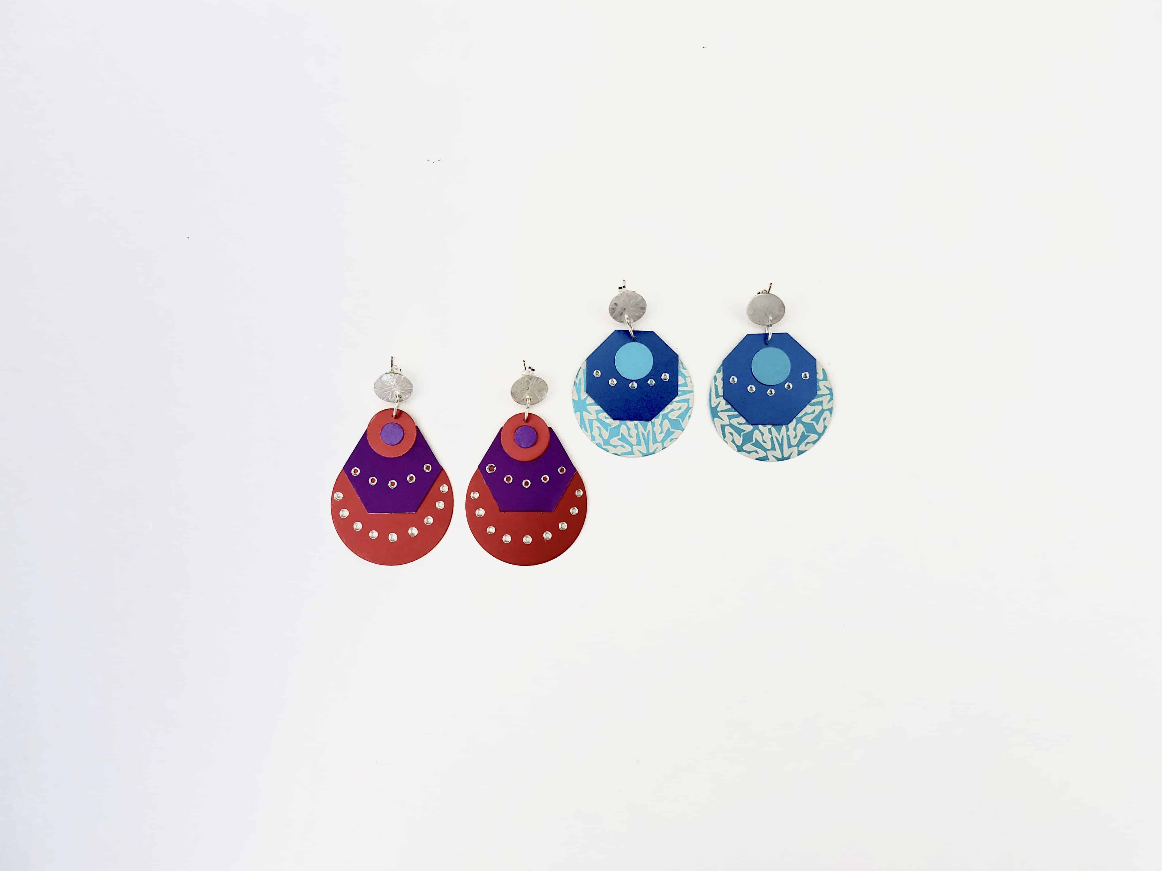 Meredith-Hoult-aluminium-earrings-plumage-red-and-blue-x2-1