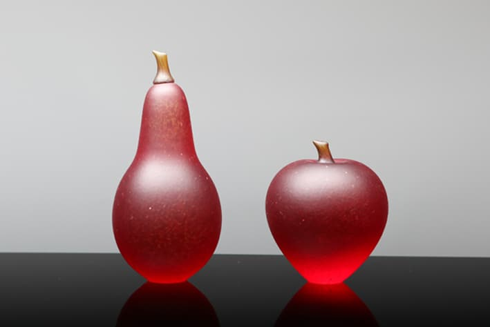 Robert-Wynne-red-apple-and-pear